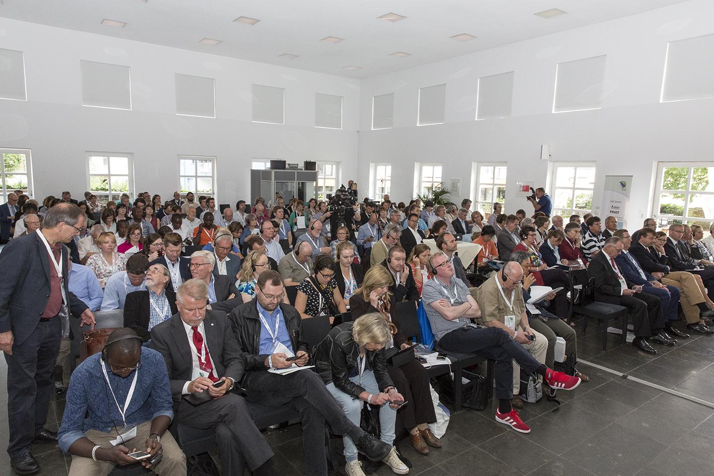 Her Er Næsten Alle Deltagere I IFAJ-kongres 2016 Samlet På Bonn's Universitet Forud For Delegeretmødet, Hvor Fire Lande Blev Optaget I IFAJ Og Et Land Blev Tilknyttet Medlem.