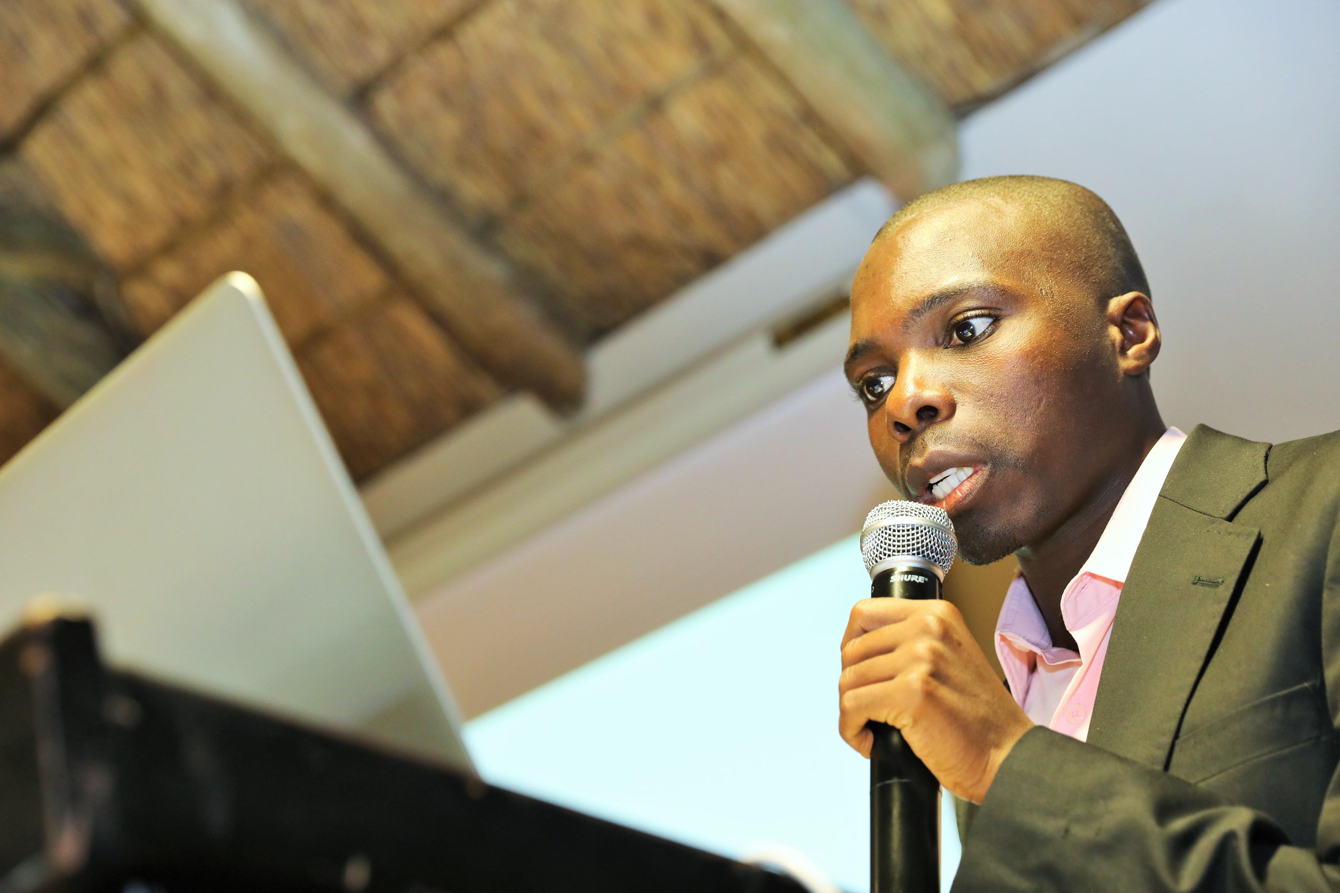 Friday Phiri Fra Zambia Fortalte, At Der Alene I Zambia Er 750.000 Kvadratkilometer Land, En Lille Befolkningstæthed Og Tilstrækkelig Nedbør.