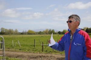 John Fisher malker 320 køer med fire robotter, og han har pt. underskud på sin mælkeproduktion.
