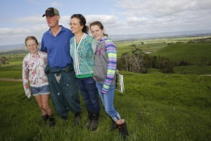 De new zealandske mælkeproducenter som eksempelvis Tracy og Wynn Brown - her med to af deres døtre - ekspanderer med henblik på at øge deres indkomst.